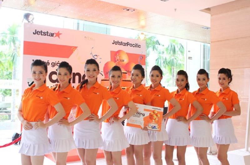 Đồng phục màu cam của hãng Jestar